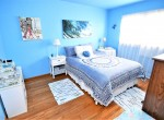 747 Forest St, Blue room